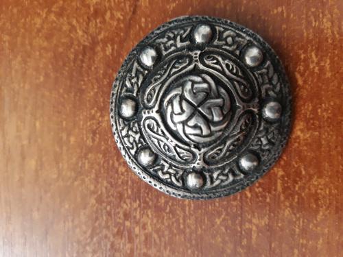 Серебрянная кельтская брошь -щит