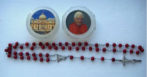 Бенедикт XVI Ватикан. Розарий с крестом и ладанкой.