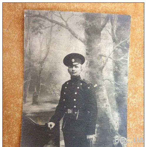 Старинная открытка Фото. Первая мировая война. Солдат у лавочки