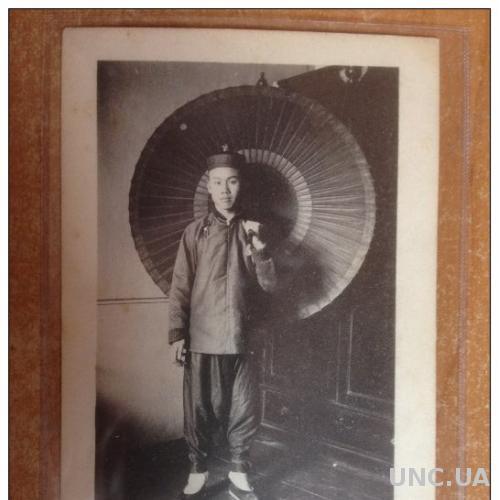 Старинная открытка Тип китайского слуги Слуга с зонтиком №23 Издание А.А. Ленского и Ко