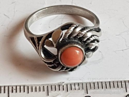 Кольцо СССР коралл серебро 875 проба. Размер 18.