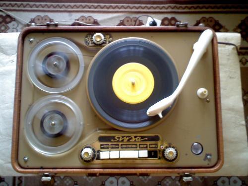 магнитофон-проигрыватель ЯУЗА 1956 года выпуска