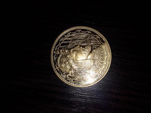 Колекционная золотая монета