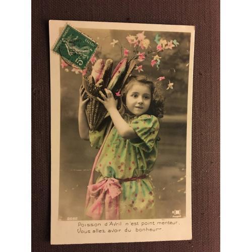 """Французская фотооткрытка """"Девочка с рыбой"""" 1 апреля"""