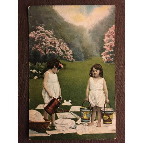 "Французская открытка ""Девочки на лужайке"""