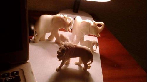 Продам статуэтки из слоновой кости.