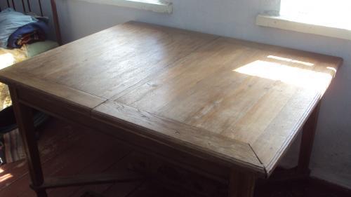 Дубовый стол начала 20-го века (100 на 130 см)