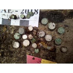 У Києві, на Подолі, знайшли майже два кілограми старовинних монет