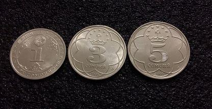Нацбанк Таджикистана выпустил в обращение монеты достоинством 1, 3, 5 сомони