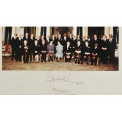Фотография с автографом Елизаветы Второй продана за 1600 фунтов стерлингов