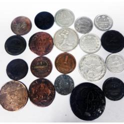 В международном аэропорту Запорожья гражданин Израиля пытался незаконно вывезти монеты и награды