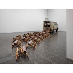 Моль поедает инсталляцию в немецком музее