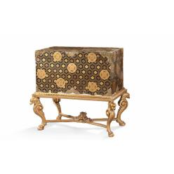 Во Франции выставили на торги артефакты XVIII века