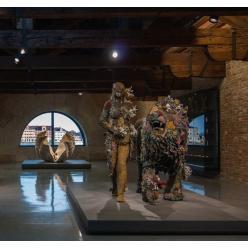 В Венеции открылась первая за десять лет выставка Дэмиена Херста