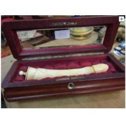 Раритетный 20-сантиметровый фаллоимитатор из слоновой кости XIX века выставлен на торги