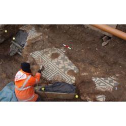 В Великобритании обнаружена сохранившаяся античная мозаика