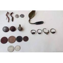 В Ровенской области глава райсовета передал в музеи старинные монеты и зуб мамонта