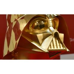 В Японии на торги выставлен золотой шлем Дарта Вейдера