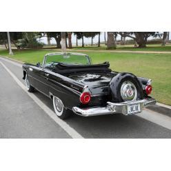На аукцион выставлен черный кабриолет Мэрилин Монро