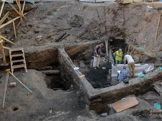 Археологи нашли древний храм на Биржевой площади в Москве и продлили раскопки до ноября