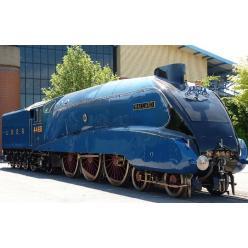 На первой монете серии «Дух поездов» изображен паровоз-рекордсмен