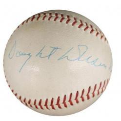 В США бейсбольный мяч с автографом Эйзенхауэра попал на аукцион