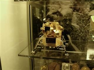 В США из музея похитили золотую модель лунного модуля