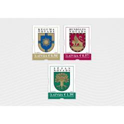В Латвии выпущены в обращение три почтовые марки с изображениями гербов городов и регионов страны