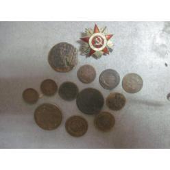 В Сумской области мужчина пытался контрабандой перевезти старинные монеты и орден
