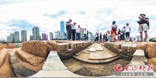 У Китаї археологи знайшли 150 стародавніх поховань