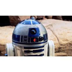 """Робот R2-D2 из """"Звездных войн"""" продан почти за три миллиона долларов США"""