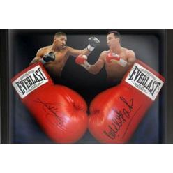 На аукцион выставлены перчатки с автографами Кличко и Джошуа