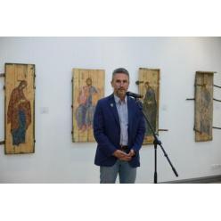 Выставка икон на ящиках из-под патронов открылась в Киеве