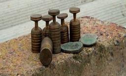 Житель Азербайджана во время копания колодца выявил древние монеты