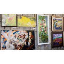 В Днепре представили выставку «Волшебные краски Днепра»