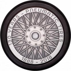 Франция представила уникальную монету в форме колеса с настоящей резиновой шиной