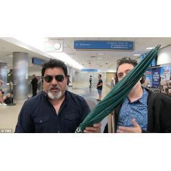 В США на торги попал зонтик, которым Бритни Спирс отбивалась от папарацци