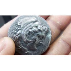 В Израиле палестинец пытался нелегально перевезти древние монеты