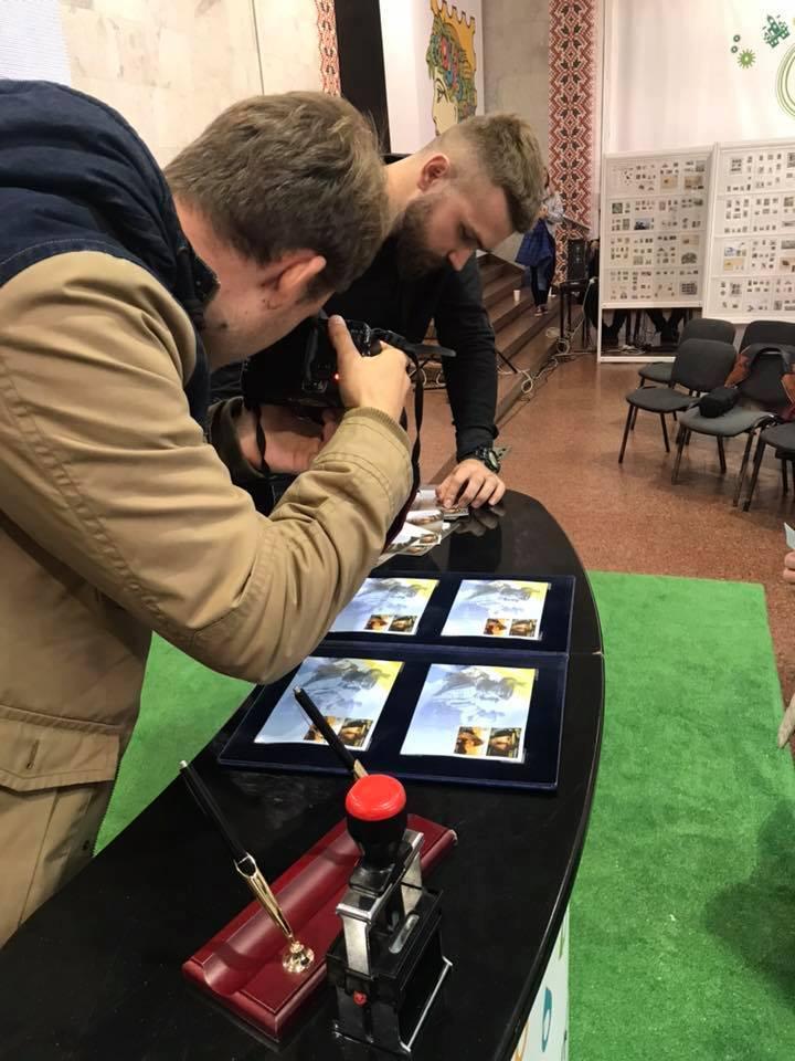 22-річий боєць із позивним Бренд вперше дає автографи