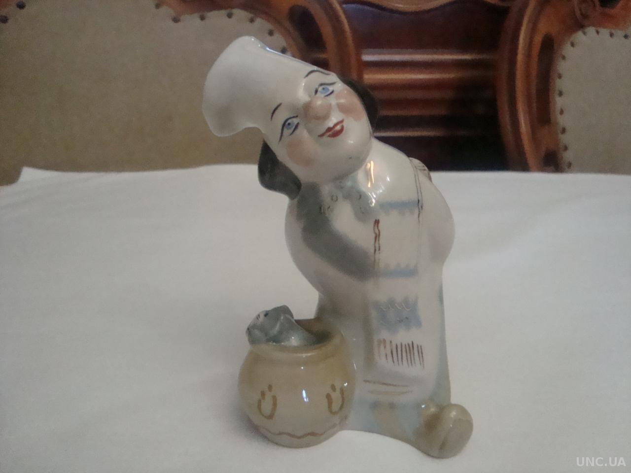 Статуэтка повара-клоуна изготовлена на знаменитом Заводе художественной керамтики города Полонне.