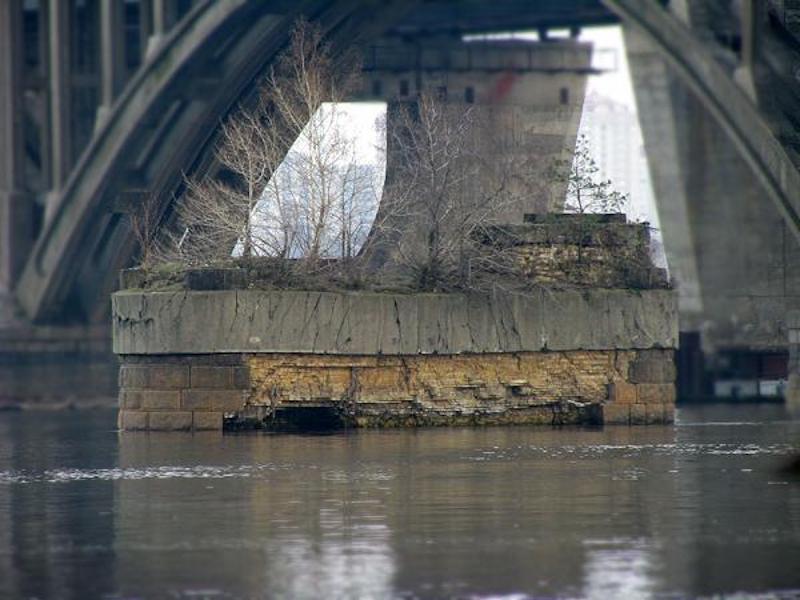 опоры старинного моста Струве