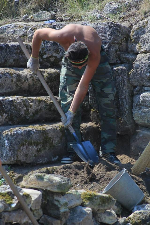 У 1982 році в центрі городища було знайдено скарб із 66 білонових статерів, датованих 242 – 267 роками.